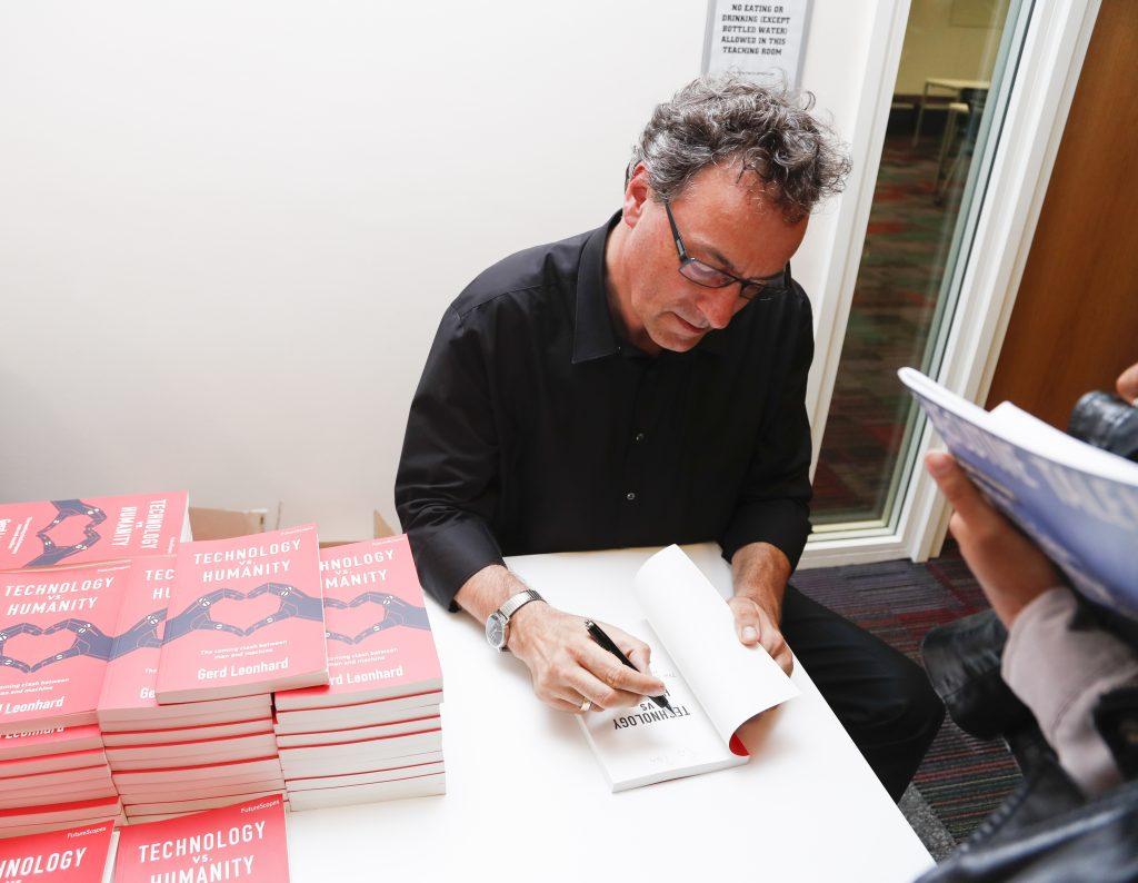 gerd-leonhard-signing-books-tvh-jfc